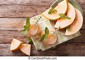 honeydew melon, sok, closeup, na, drewniany, tło, poziomy,...