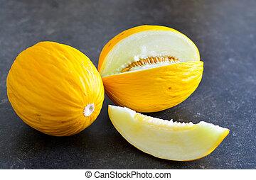 Honeydew melon with slice