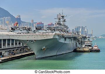 HONG KONG, CHINA - Sept 18:The U.S. amphibious assault ship...