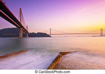 hong kong, ponti, a, tramonto, sopra, il, oceano