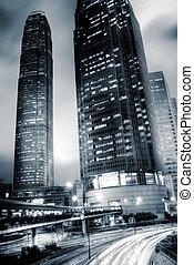 hong, lumière, kong., il, mouvement brouillé, trafic, gratte-ciel, voitures
