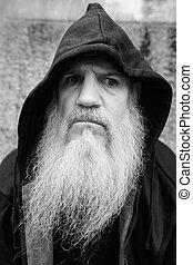 hoodie, barbe grise, chauve, mûrir, porter, homme, dehors, long