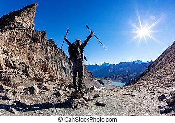 hoog, berg, wandelaar, bereiken, bergpas