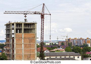 hoog, verdieping, gebouw, in aanbouw, met, rijzen kraan uit, en, werkmannen , mannen