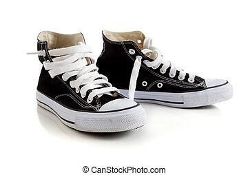 hoog, zwarte top, gymschoen, witte