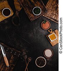 hoogste mening, van, houten, scherpe raad, en, gevarieerd, kruiden, op, black , tafel