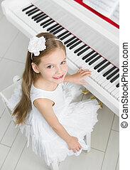 hoogste mening, van, weinig; niet zo(veel), musicus, in, witte kleding, spelende piano