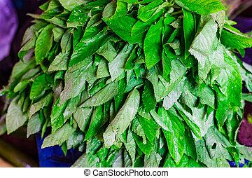 hoop, van, groene, spinazie, bladeren, in, detailhandel, groente, fantastische markt, te koop
