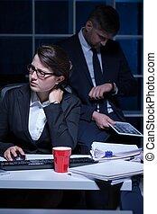 hora extra, trabalhando, secretária