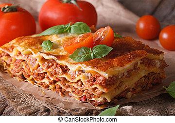 horisontale, close-up, lasagna, italiensk, tabel., rustic
