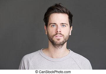 horizontális, portré, közül, egy, fiatalember, noha, szakáll, külső külső fényképezőgép