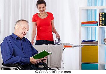 horizontaal, aanzicht, van, senior, en, kleindochter