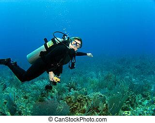 horizontaal, scuba duiker, met, de ruimte van het exemplaar