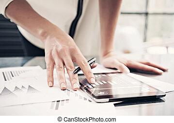 horizontal., 현대, 필름, 교환, 시장, 사진, 사무실., 주식, 정제, 과정, 효과, 여자, 일, 만지는 것, 세계적으로, 보고서, 독서, icons., 스크린