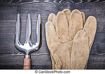 Horizontal version of trowel fork leather gardening gloves agric