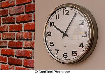 horloge mur, grand plan, vue