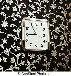 horloge mur, pendre