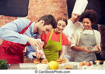 hornada, chef, cocinero, cocina, amigos, feliz