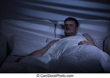 horrorizado, cama, homem