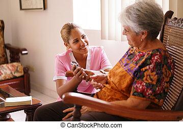 hospice, verpleegkundige, hulp, oude dame, met, mobieltje...