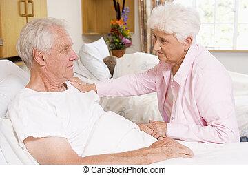hospitalar, par, sênior, sentando