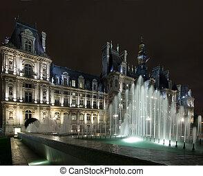 Hotel de Ville Paris - The lit fountains in front of the ...