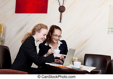 hotel, dois, trabalhando, mulheres negócios