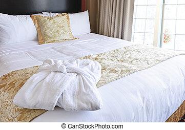 hotel, fürdőköpeny, ágy