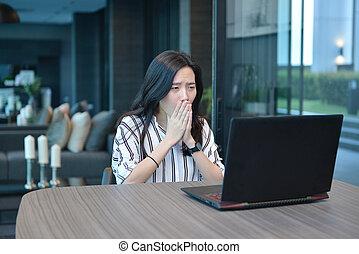 hotel, kobieta handlowa, dostając, przygnębiony, laptop, asian, używając, zaburzenie, przypadkowy