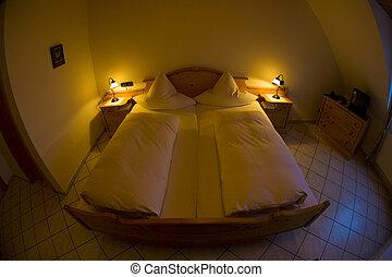 hotel\'s bedroom