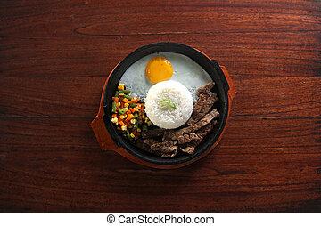 hotplate, arroz, pimienta, huevo, carne de vaca