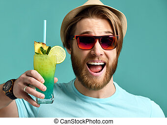 houden, zonnebrillen, cocktail, drank, jonge, sap, man, glimlachen gelukkig, hoedje, rood, margarita