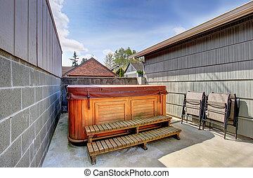 House backyard with jacuzzi