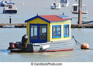 House Boat - Houseboat in river