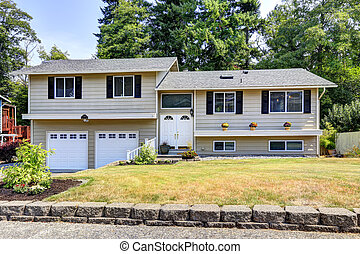 House exterior in Federal Way, WA