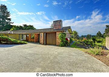 House exterior with brick trim
