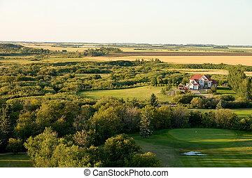 House on golf course - Large farm house sitting on the edge...
