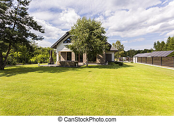 House with a large lawn idea