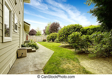 House with backyard garden. Real estate in Federal Way, WA