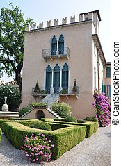 House with garden in Italy