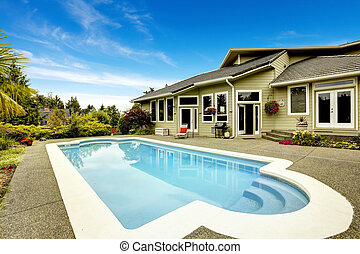 House with swimming pool. Real estate in Federal Way,