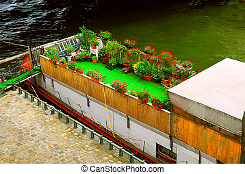 Houseboat in Paris - Charming houseboat with flowers docked ...