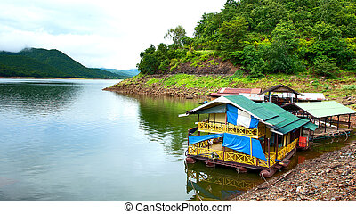 Houseboat - Peaceful mountain lake houseboat in Thailand