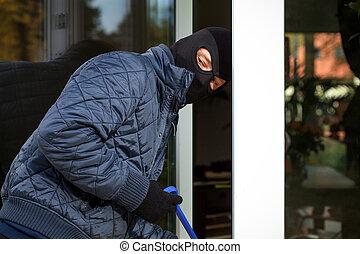 Housebreaker during entering to house