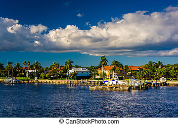 Houses along the Intracoastal Waterway in West Palm Beach, Flori