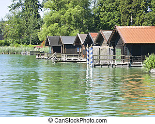 houses at the lake