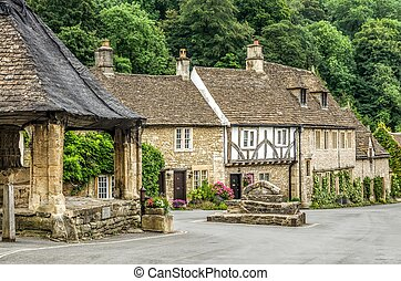 Houses in Castle Combe Village - Typical English countryside...