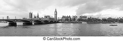 Houses of Parliament London - Panoramic view of the River...