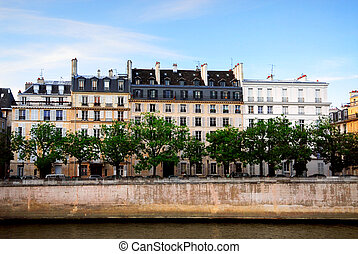 Houses on Seine - Row of houses on the bank of Seine river ...