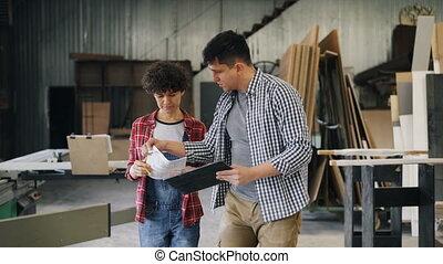 hout, vrouw, tablet, werken, workshop, vasthouden, papieren,...